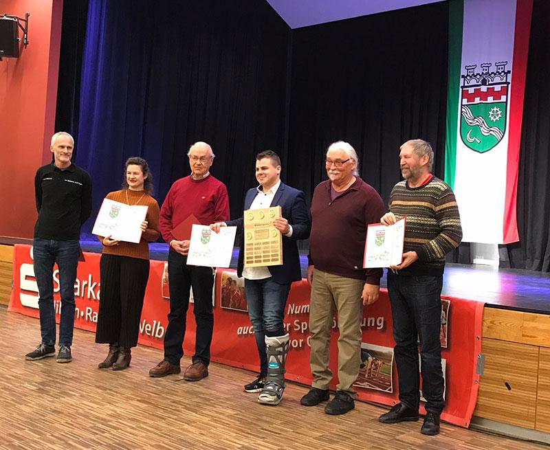 Michael Wegmann nahm als Vorsitzender gerne den Wanderpreis entgegen